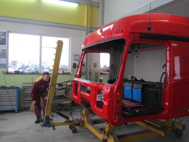 Kleparska dela tovornjak Mercedes delo 2