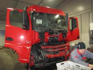 Kleparska dela tovornjak Mercedes prej 1