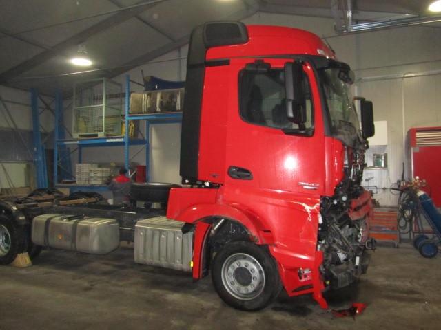 Kleparska dela tovornjak Mercedes prej 2