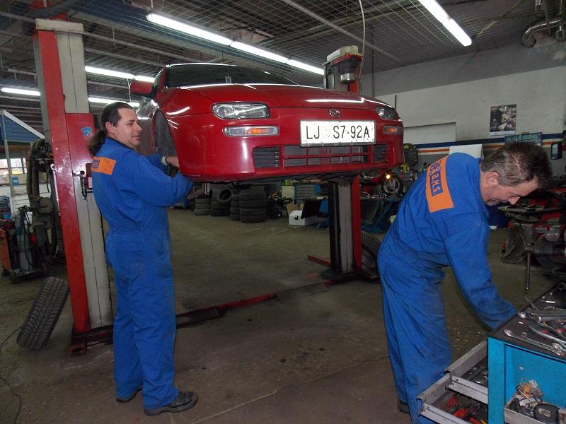 Vulkanizerske storitve vozila Mazda